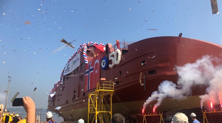Sjøsettingen av skrog 50 ble feiret med brask og bram og med gjester fra inn og utland. Foto: Cemre/Havyard