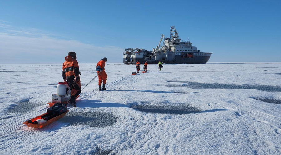 FF Kronprins Haakon i Framstredet. Foto: Ann Kristin Balto, Norsk Polarinstitutt.