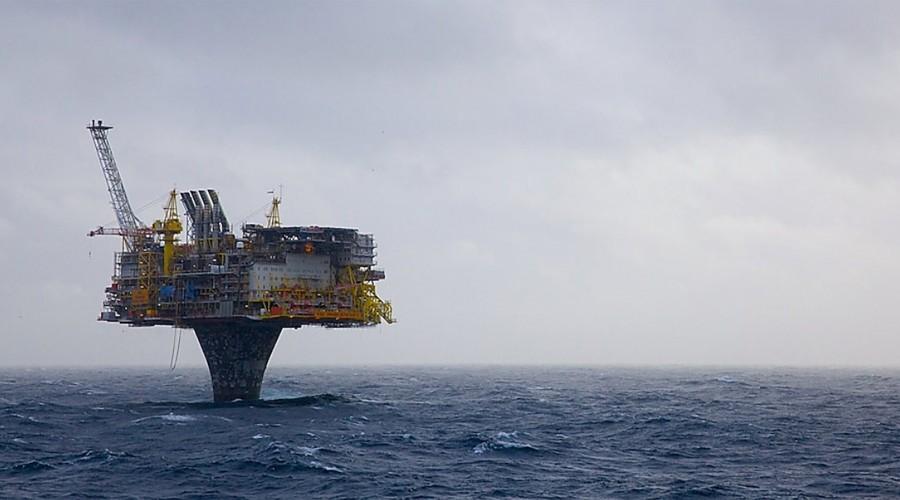 SINTEF sikret seg en viktig kontrakt for forskning på lavutslippteknologi. Bildet viser Draugenplattformen. Foto: Shell.