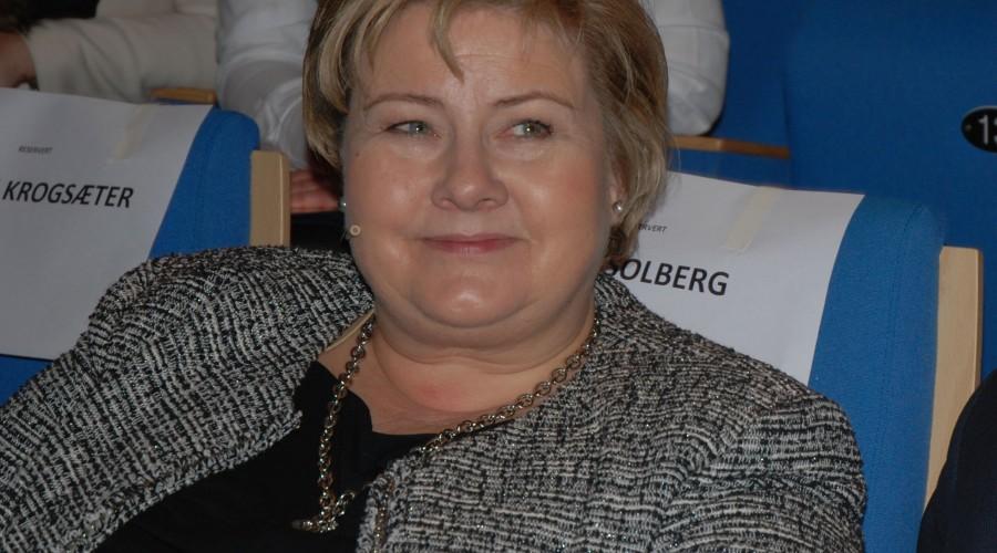 Statsminister Erna Solberg på plass i Brattvåg, under årets Haramskonferanse. Foto: Kurt W. Vadset
