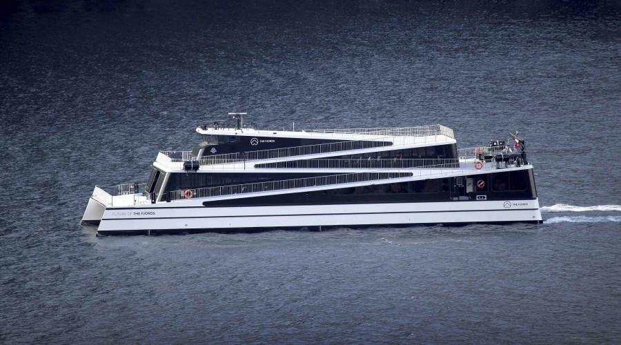 Den helelektriske turistbåten Future of the Fjords er klar for Stortingets vedtak om utslippsfrie fjorder. Illustrasjonsfoto: Brødrene Aa