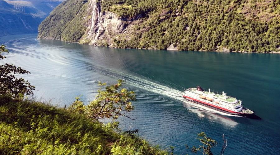 MS Nordlys i Geirangerfjorden. Foto: Agurtxane Concellon / Hurtigruten