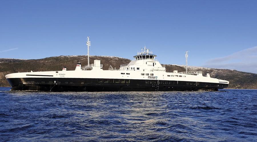 Fjord1 har vunnet en kontrakt på drifting av tre elektriske ferjer på Halsa–Kanestraum. På bildet ser man batteriferja Giskøy, som er i rute for Fjord1 i sambandet Hareid-Sulesund. Foto: Stig Breidvik