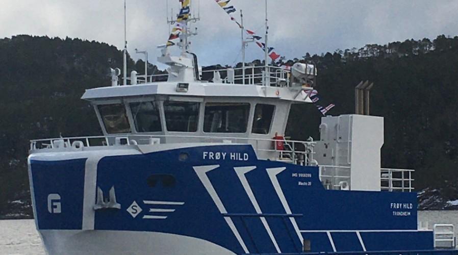 Båten skal en snartur innom Frøya for en siste klargjøring, før ferden går videre til østsiden av Island. Foto: Frøygruppen.