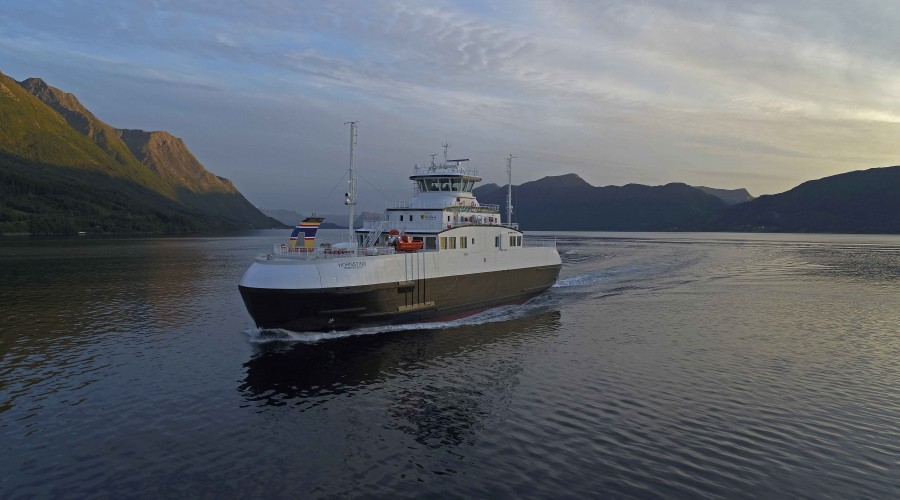 Hornstind ble i juni i år overlevert fra Fiskerstrand Verft til Torghatten Trafikkselskap AS. Foto: Uavpic.com