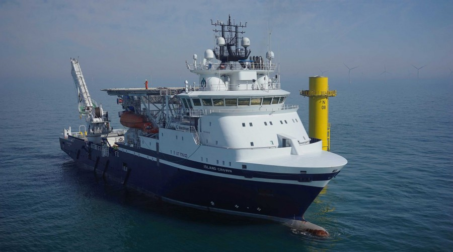 Island Crown i arbeid for Bluestream på Nordsee One Windpark i slutten av mars. Foto: Bluestream