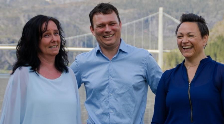 Ein glad og positiv gjeng klare for å hjelpe andre. Frå venstre: Rita Ørnehaug, Erlend Hatleberg og Arlen Solheim