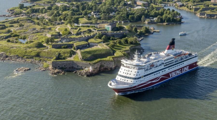 Gabriella passing Suomenlinna. Photo: Viking Line