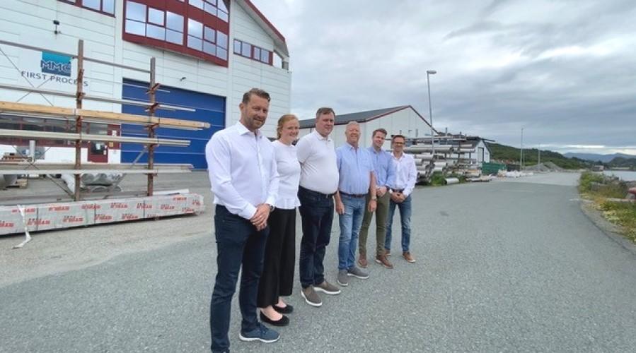 Teamet i MMC First Process jubler over kontrakten: fra venstre: Petter Leon Fauske , Ingvild Pedersen, Asbjørn Tråseth, Leif Gjelseth, Frank Edvard Vike og Arnfinn Hide. Foto: MMC