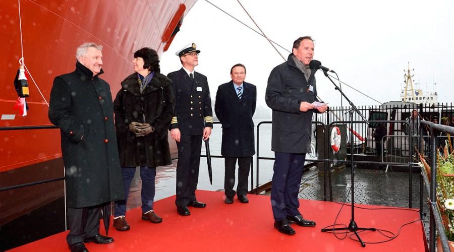 Frå venstre: Thierry Pilenko (President, Technip), Patricia Pilenko (gudmor), Terje Kallevåg (Kaptein Viking Neptun), Jan Fredrik Meling (konsernsjef, Eidesvik), Ståle Rasmussen (konsernsjef, Kleven).Foto: Olav Thokle