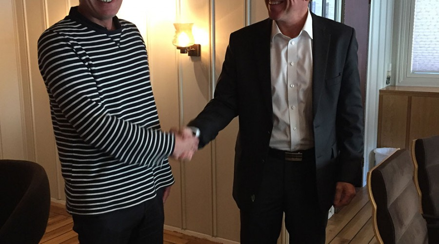 Fra venstre: Frank Sandøy, daglig leder i NMI, sammen med Ståle Rasmussen, konsernsjef Kleven. Foto: NMI