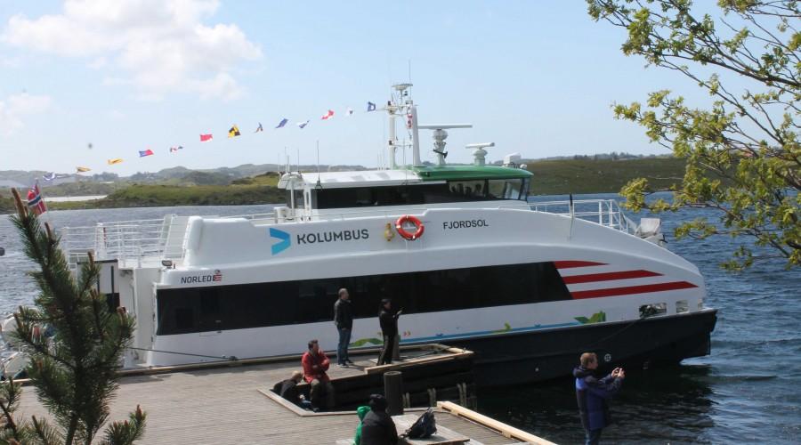 Fjordsol er en av Norled-båtene som får nye motorer med mindre utslipp. Båten ble bygd av Brødrene Aa i 2005. Foto: Norled