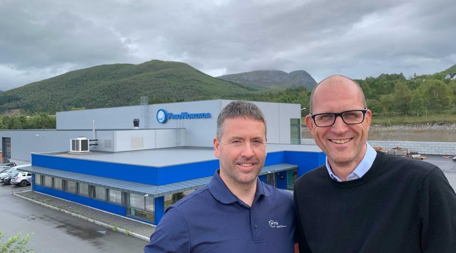 Fra PTG i Malmefjorden (tidligere FrioNordica). Fra venstre: Steinar Dale, produksjonssjef i PTG, og Ketil Røberg, salgs- og markedsdirektør marine og Industri i PTG. Foto: PTG
