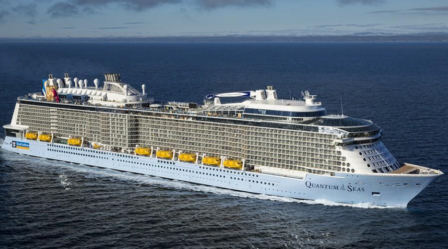 Bildet viser Quantum og the Seas, som er første skip Meyer Werft har levert i Quantum-klassen.Foto: Meyer Werft