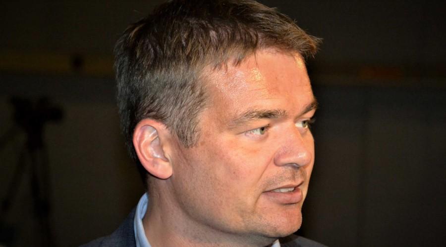 Redningsleiar Anders Bull ved Hovudredningsentralen vil laga ein plan som omfattar alle offentlege og private tilgjengelege ressursar til bruk ved store ulukker til sjøs. Foto: Thomas Førde