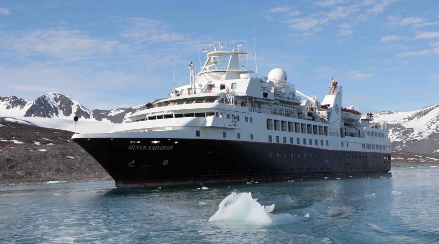 Cruiseskip på tur i arktiske strøk. Illustrasjonsfoto: Wikimedia Commons