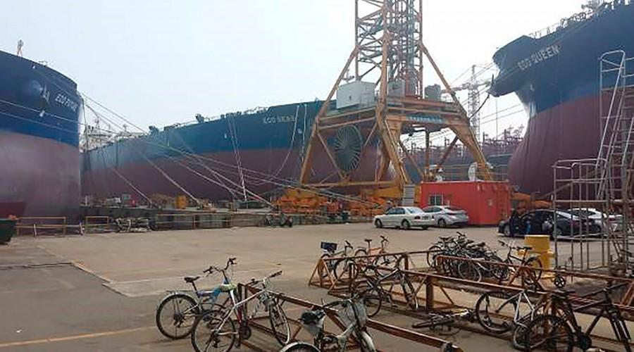 Bildet viser søsterskipene Eco Future, Eco Queen og Eco Seas. Oljetankerne er 336 meter lange, og blant de største skipene i verden. De bidro til å øke tonnasjen i NIS i år. Foto: Awilco Technical Services AS/Awilco LNG Technical Management AS.
