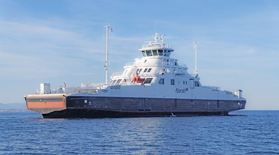 På bildet er Florøy, søsterskipet til Hillefjord. Foto: Sefine Shipyard